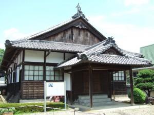 歴史民俗資料館外観 (春日小学校旧講堂)